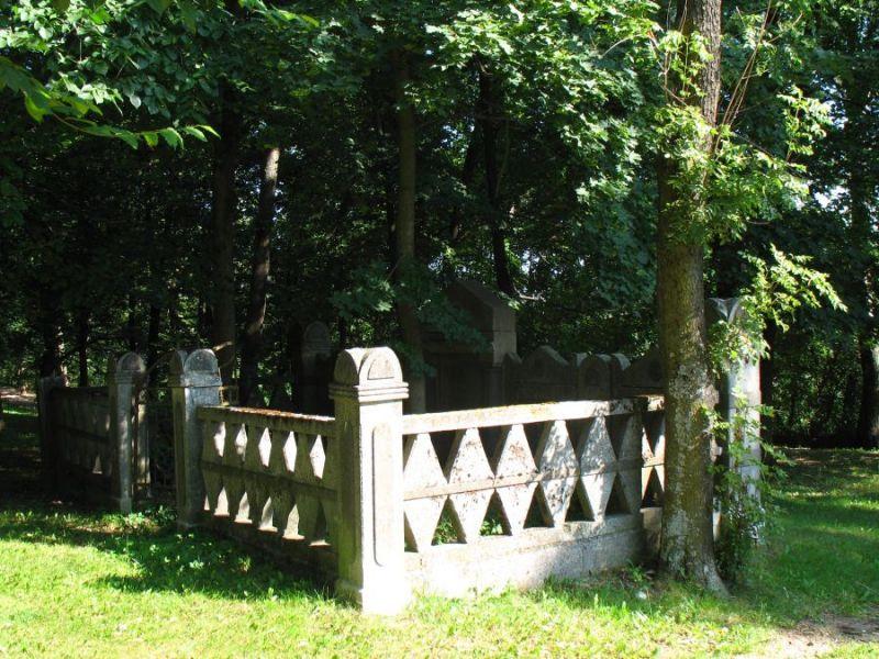 Zabytkowe mrągowskie cmentarze
